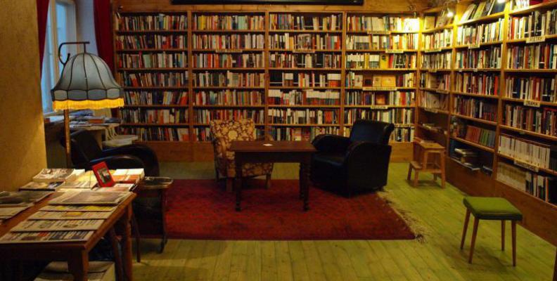 Menikmati dan Berbelanja di Toko Buku Terkenal di Ceko